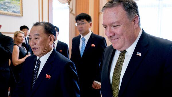 Госсекретарь США Майк Помпео и заместитель председателя ЦК Трудовой партии КНДР Ким Ён Чхоль во время встречи. 7 июля 2018