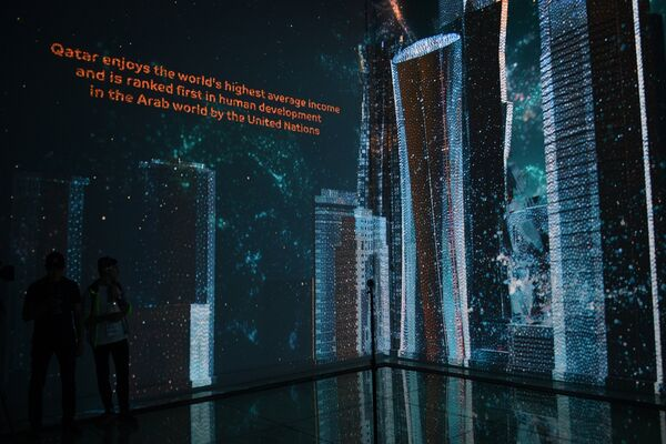 Гости на открытии музея Qatar Elements на Пушкинской набережной в Центральном парке культуры и отдыха имени Горького в Москве