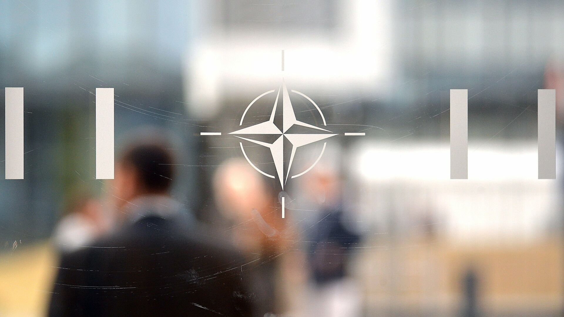 """В НАТО хотят сблизиться с Украиной и послать """"сильный сигнал"""" России"""
