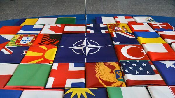 Флаги стран-участниц НАТО