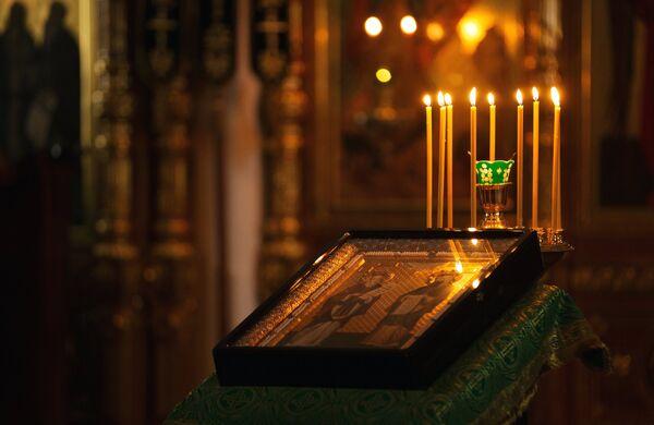 Во время вечерней службы в Спасо-Преображенском соборе в день празднования памяти преподобных Сергия и Германа Валаамских