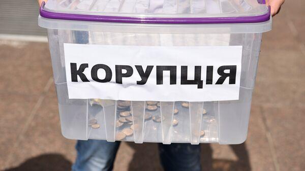 Урна на акции против повышения тарифов на городской транспорт, возле Киевской городской администрации