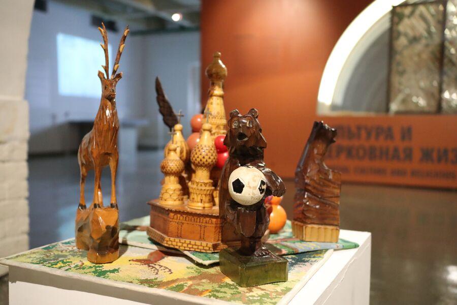 Инсталляция выставки Археология Петлюры в Музее Москвы