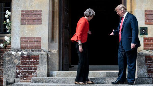 Премьер-министр Великобритании Тереза Мэй и президент США Дональд Трамп во время встречи. 13 июля 2018
