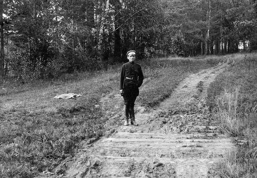 Петр Ермаков на месте захоронения царской семьи