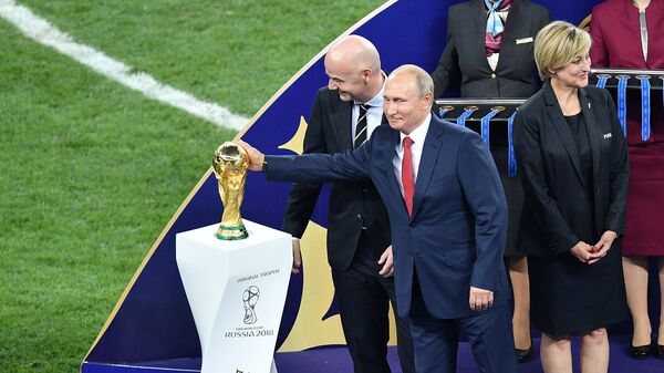 Президент РФ Владимир Путин и президент ФИФА Джанни Инфантино