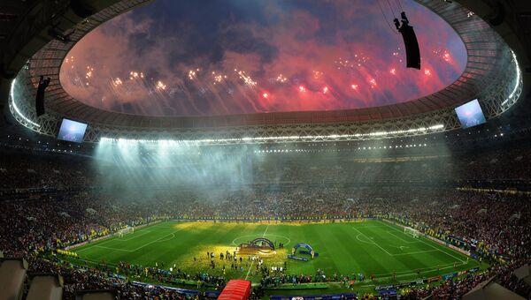 Салют на церемонии награждения победителей чемпионата мира по футболу 2018 в Москве