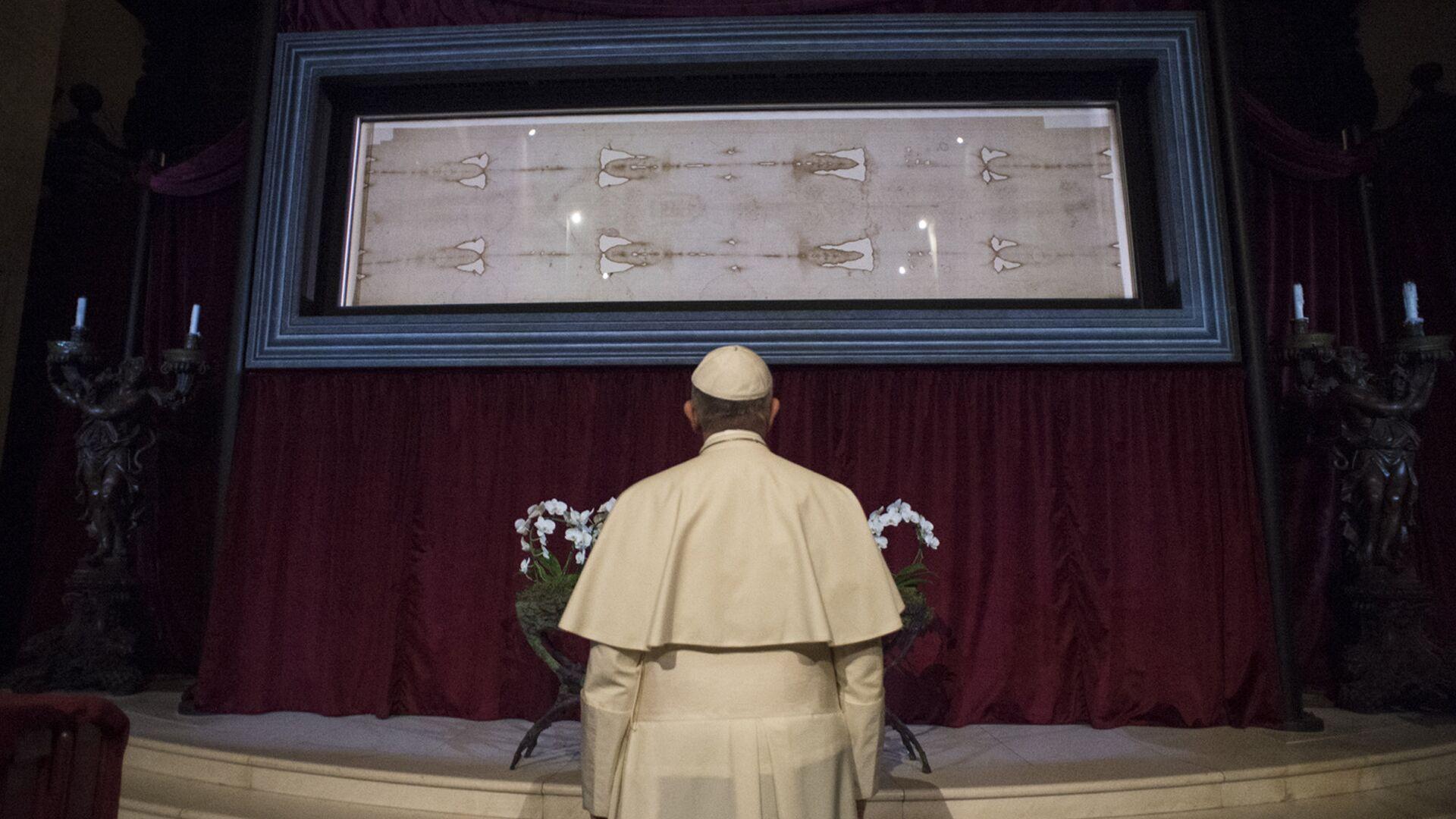 Папа Римский Франциск  перед Священной Плащаницей,  выставленной в Туринском соборе в  Италии - РИА Новости, 1920, 01.05.2021