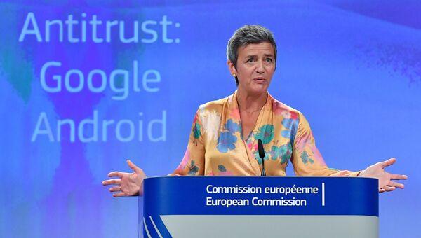 Еврокомиссар по вопросам конкуренции Маргрет Вестагер во время пресс-конференции в штаб-квартире ЕС в Брюсселе. 18 июля 2018