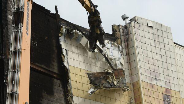 Снос здания ТЦ Зимняя вишня в Кемерово. Архивное фото.
