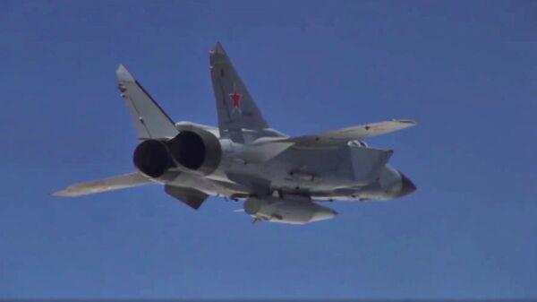 Самолет ВКС России с гиперзвуковой ракетой Кинжал