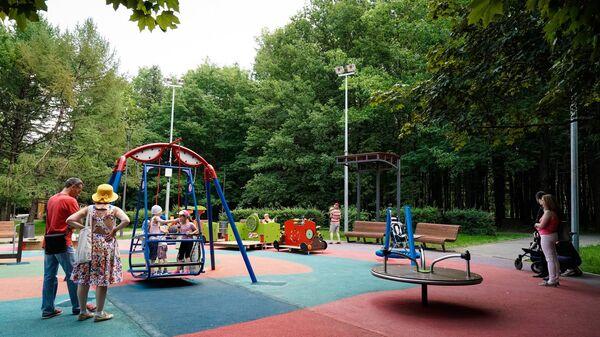 Детская площадка в парке 50-летия Октября