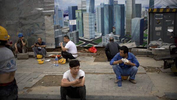 Рабочие на стоительой площадке в Пекине