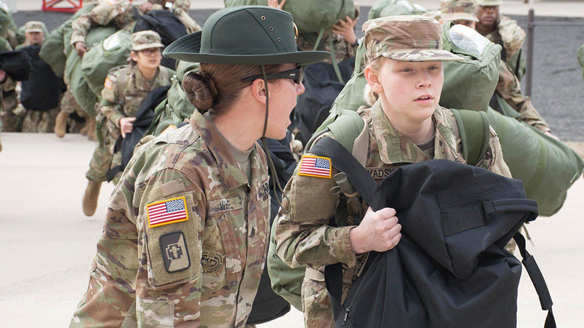 Уорлд-сержант армии США тренирует новобранца новобранца во время учений в Форте Леонард Вуд, штат Миссури, США. 31 января 2017  - РИА Новости, 1920, 27.01.2021