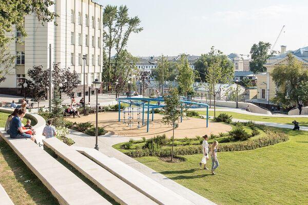 Обновленный сквер на Большом Спасоглинищевском переулке