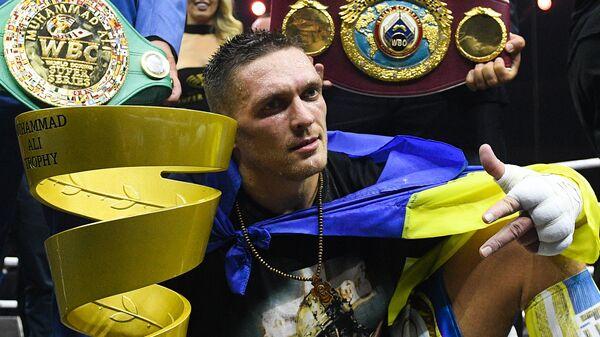 Александр Усик после победы в финальном бою Всемирной боксерской суперсерии против Мурата Гассиева