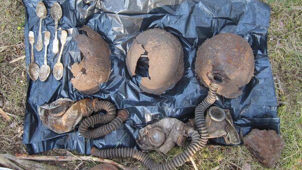 Элементы обмундирования бойцов, погибших в октябре 1941, найденные членами Военно-исторического объединения Front Line во время раскопок на острове Сааремаа