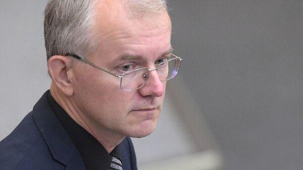 Член комитета Государственной думы России по труду, социальной политике и делам ветеранов Олег Шеин