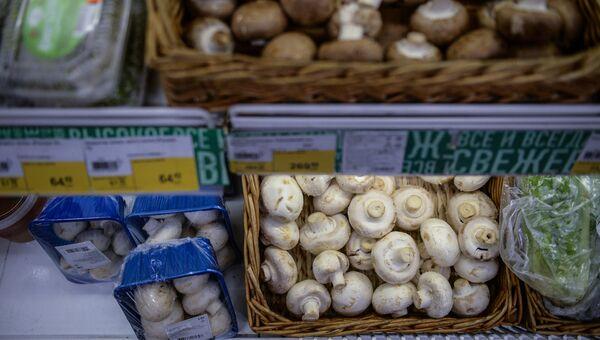 Продажа свежих шампиньонов в одном из супермаркетов Новосибирска
