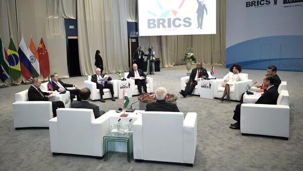 Президент РФ Владимир Путин принимает участие во встрече лидеров БРИКС. 27 июля 2018