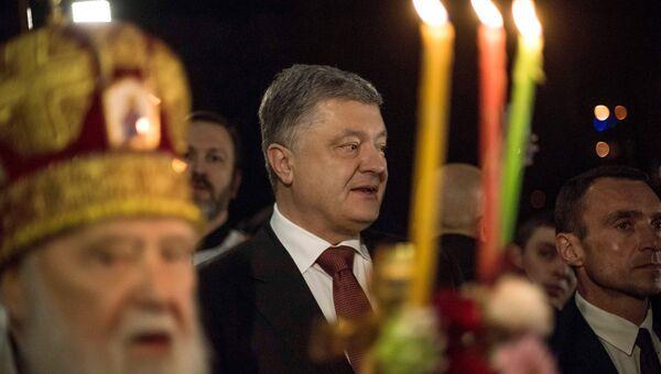 Президент Украины Петр Порошенко в Вологодском монастыре в Киеве. Архивное фото
