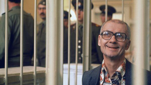 Андрей Чикатило в суде