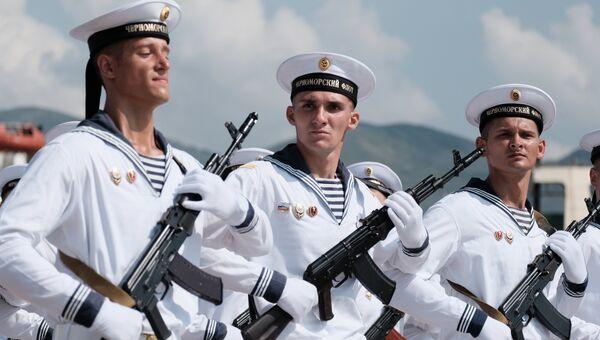 Построение моряков перед началом главного военно-морского парада в честь Дня Военно-Морского Флота России в Санкт-Петербурге. 29 июля 2018