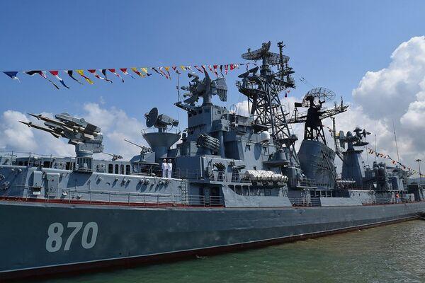 Парад на рейде сирийского порта Тартус в День ВМФ России. 29 июля 2018