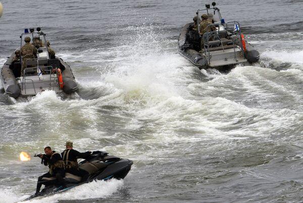 Показательное выступление спецподразделения Тихоокеанского флота на праздновании Дня Военно-Морского Флота во Владивостоке