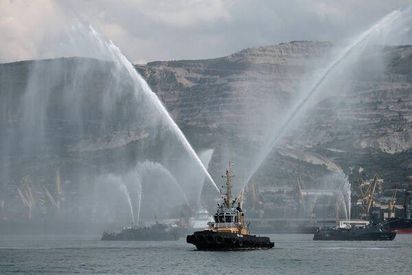 Буксир на праздновании Дня Военно-Морского Флота в Новороссийске