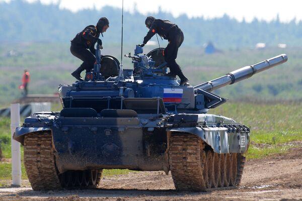Команда армии России в индивидуальной гонке международных соревнований Танковый биатлон — 2018 на подмосковном полигоне Алабино