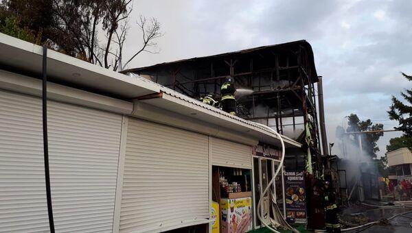 Последствия пожара в частном жилом доме в Сочи. 30 июля 2018