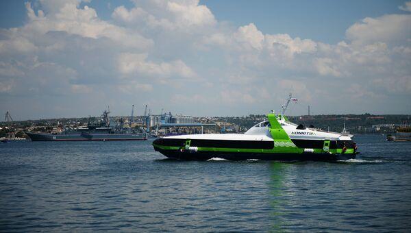 Скоростное пассажирское судно на подводных крыльях Комета, которое будет курсировать по маршруту Севастополь-Ялта