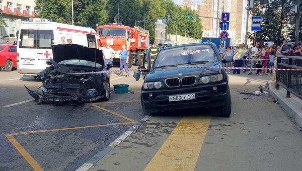 Последствия в ДТП с участием двух автомобилей в поселке Коммунарка. 30 июля 2018