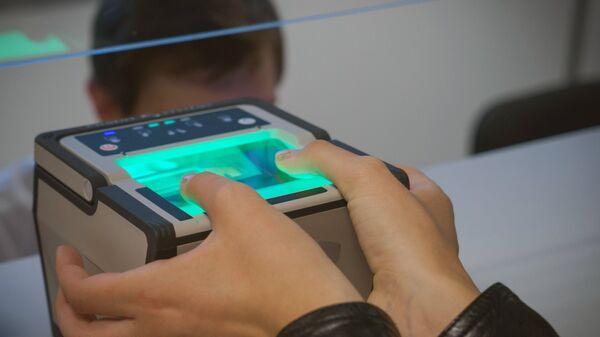 Процедура снятия биометрических данных. Архивное фото