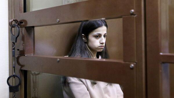 Задержанная по обвинению в убийстве отца 19-летняя Ангелина Хачатурян в Останкинском суде