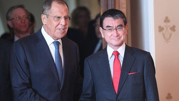Глава МИД РФ Сергей Лавров и глава МИД Японии Таро Коно. Архивное фото