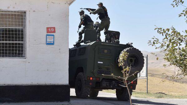 Спецназ Таджикистана во время учений на 201-й российской военной базе
