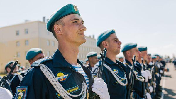 Празднование Дня ВДВ в регионах России. Архивное фото
