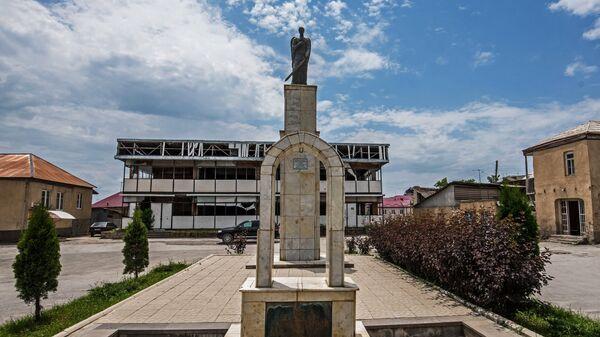 Памятник жертвам грузино-осетинского конфликта Скорбящий Ангел в Цхинвале