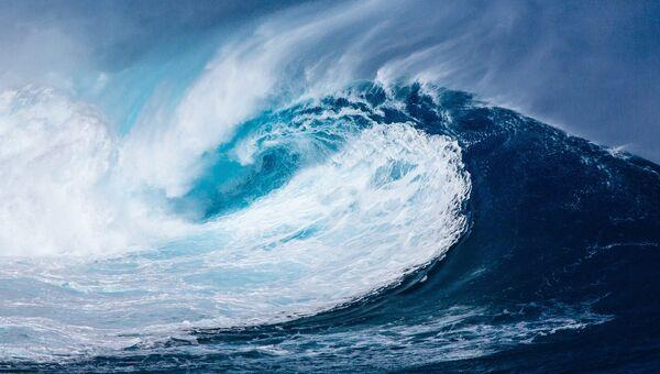 Волна в Атлантическом океане. Архивное фото