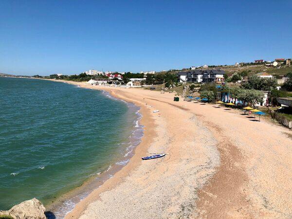 Пляж на полуострове Казантип, Крым