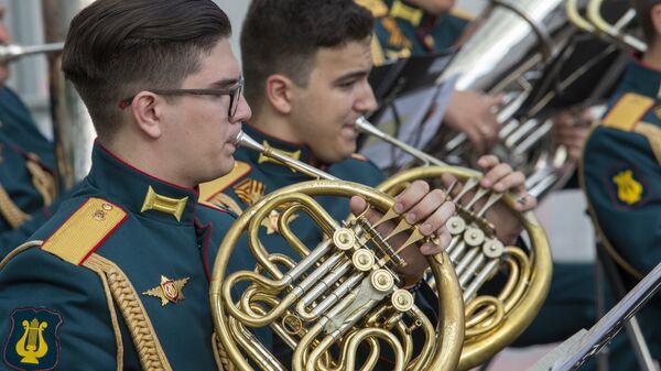 Выступление военного оркестра ВУНЦ СВ Общевойсковая академия ВС РФ. Усадьба Воронцово