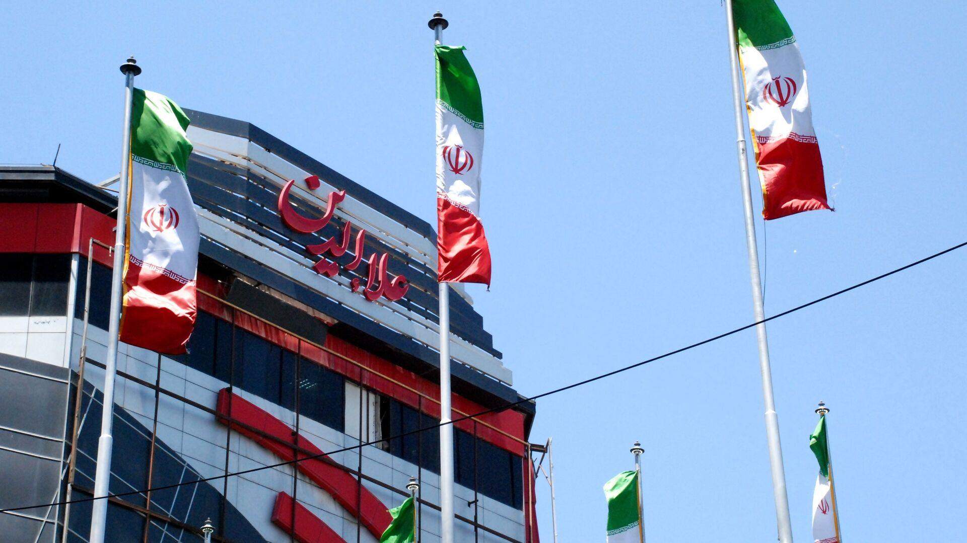 Флаги Ирана на одной из улиц Тегерана - РИА Новости, 1920, 20.09.2020