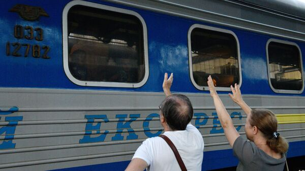 Поезд Киев - Москва на ж/д вокзале в Киеве. Архвиное фото
