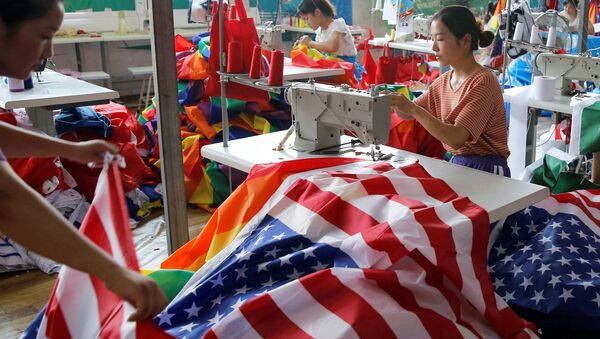 Производство американских флагов на фабрике в Китае