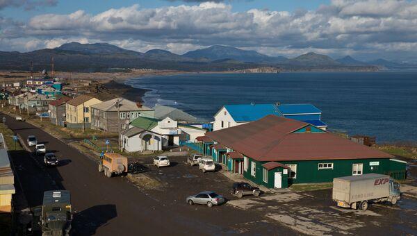Юго-восточная часть поселка Южно-Курильск на острове Кунашир. Архивное фото