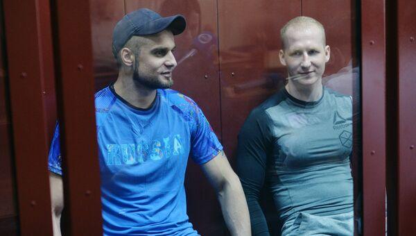 Артем Лебедев и Владислав Полтарыбатько в Чкаловском суде Екатеринбурга, во время оглашения приговора по делу банды экс-полицейских-велосипедистов, грабивших банки на велосипедах