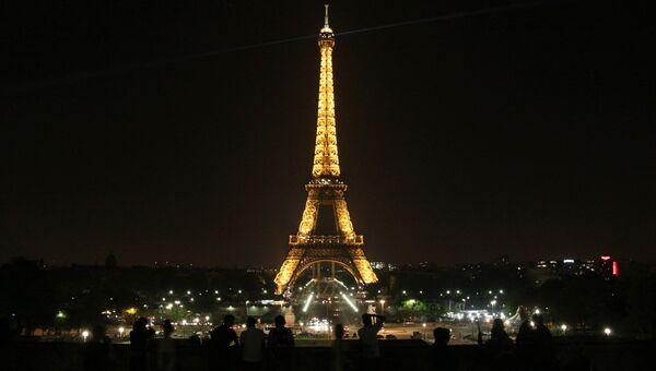 Эйфелева башня. Архивное фото
