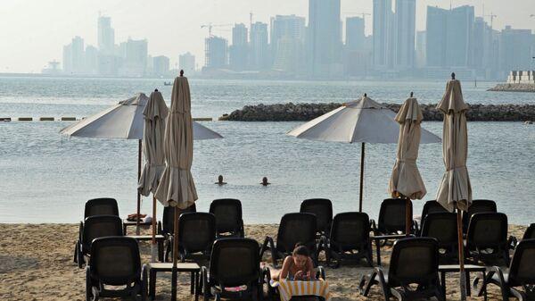 Девушка на пляже в Манаме, Бахрейн